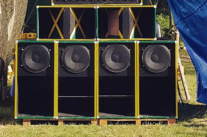 [+]'ROOTS YARD'[+]: Uhuru Soundsystem ^b^ [-]+ Lady Laia Ft Sister Makedda ^es^ + Wabi Sabi ^b^[-]