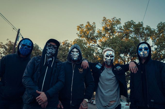 [+]HOLLYWOOD UNDEAD ^us^[+] [-]+ ASTROID BOYS ^uk^[-]