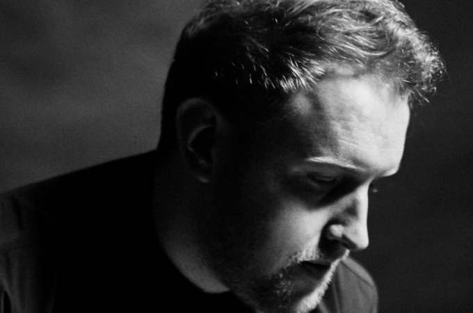 [+]GAVIN JAMES ^ie^[+] [-]+ CRAIG GALLAGHER ^ie^[-]