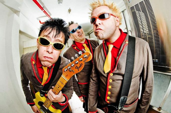 [+]THE TOY DOLLS ^uk^[+] + THE KIDS ^be^ + FUNERAL DRESS ^be^ + VICE SQUAD ^uk^ + SHAM 69 ^uk^ [-]+ THE FEATHERZ ^uk^ + MIDNIGHT TATTOO ^be^[-]