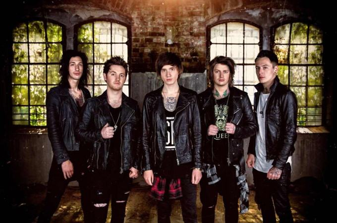 [+]ASKING ALEXANDRIA ^uk^[+] [-]+ AUGUST BURNS RED ^us^ + IN HEARTS WAKE ^au^[-]
