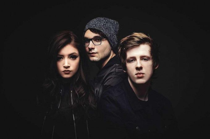 [+]AGAINST THE CURRENT ^us^[+]